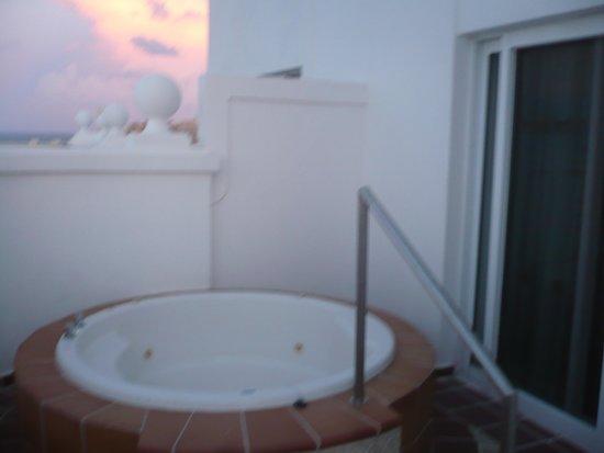 Hotel Riu Palace Las Americas: JACUZZI need I say more