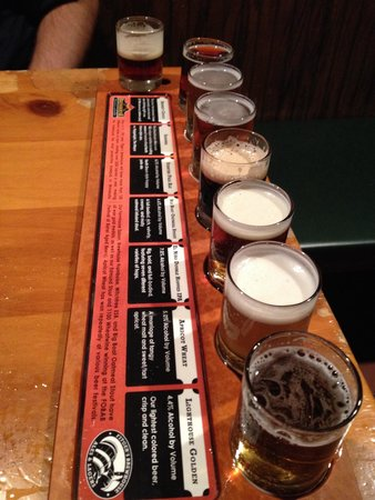 Fitger's Brewhouse Brewery and Grille: Beer Sampler:)
