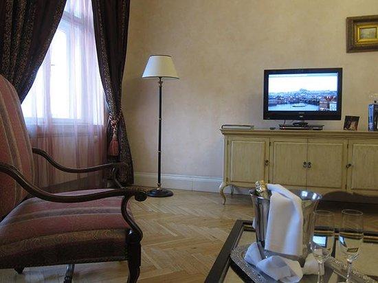 Smetana Hotel: リビング