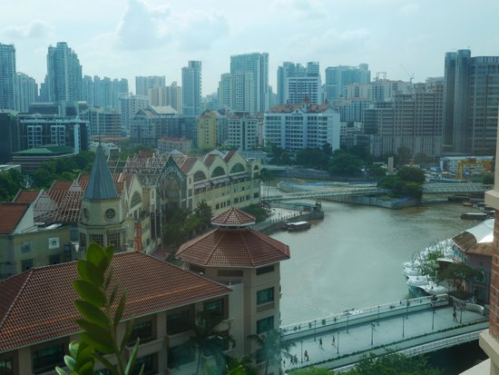Swissotel Merchant Court Singapore : view from room to clarke quay