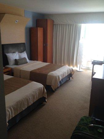 Fiesta Resort Guam: Room with two queen beds