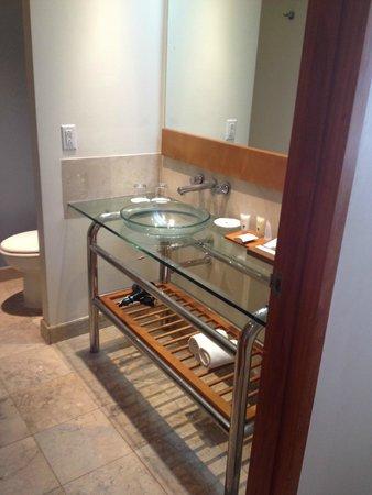 Fiesta Resort Guam: Bathroom