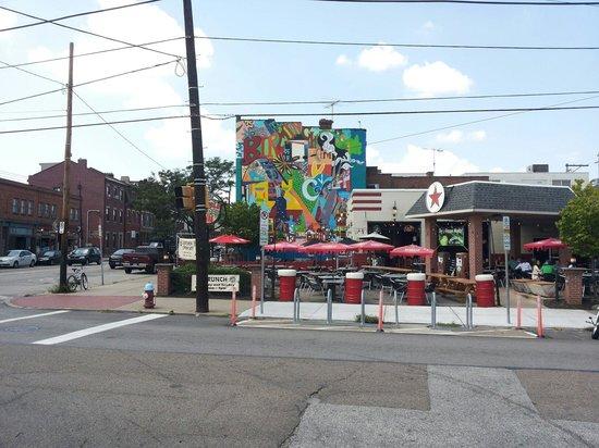 South Side: Mooie muurschildering in east carsons street.