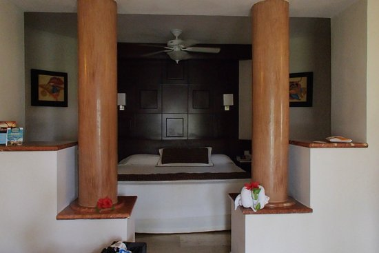 Bavaro Princess All Suites Resort, Spa & Casino: Our bed