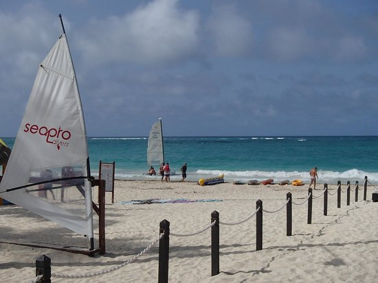 Bavaro Princess All Suites Resort, Spa & Casino: A picture of the beach from the Platinum Bar