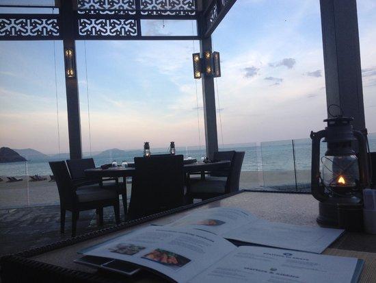 Mia Resort Nha Trang: Sunset at the restaurant