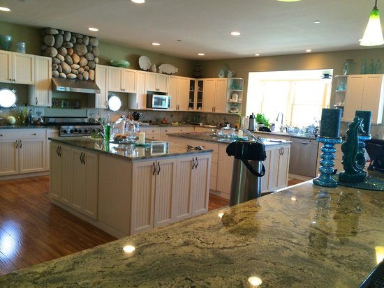 A Lighthouse on Hammersley Bed and Breakfast: Beautiful kitchen