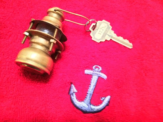 A Lighthouse on Hammersley Bed and Breakfast: Adorable key chain for Lighthouse room