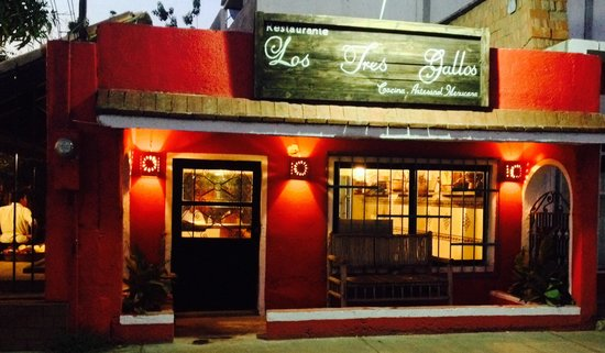 Los Tres Gallos: Front of the restaurant