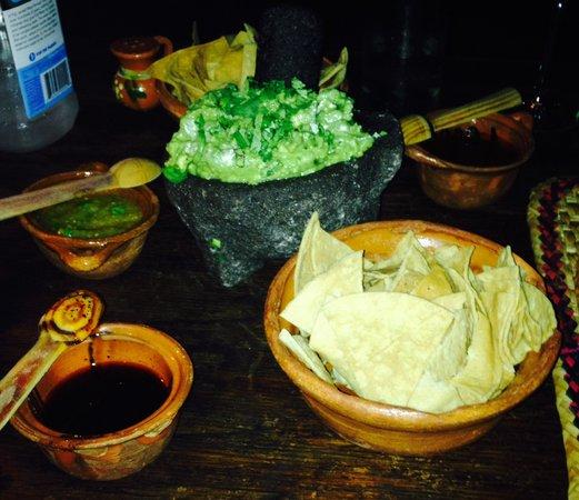 Los Tres Gallos: Chips, salsa, and guacamole