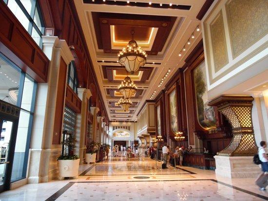 Manchester Grand Hyatt San Diego: Lavish Lobby.