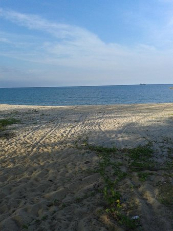 Anjung Pantai Seberang: Nearby beach