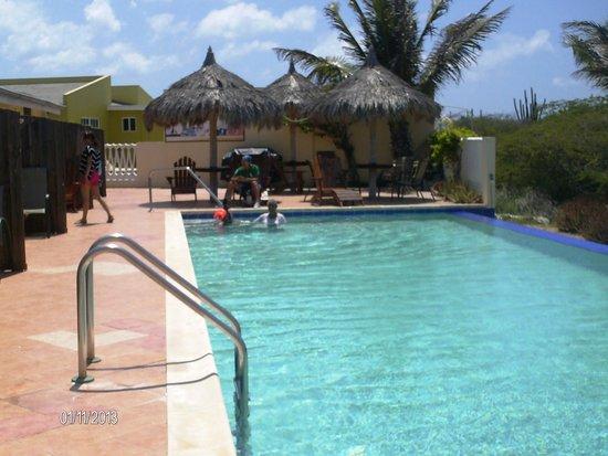 Aruba Cunucu Residence : BORDE DE LA PISCINA