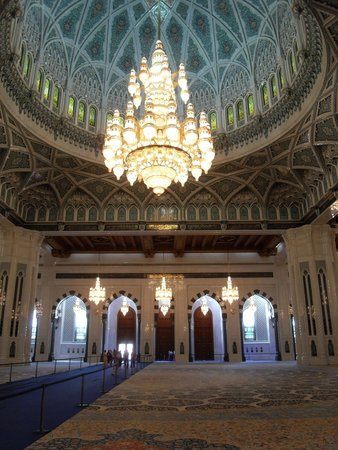 Sultan Qaboos Grand Mosque: stunning chandelier