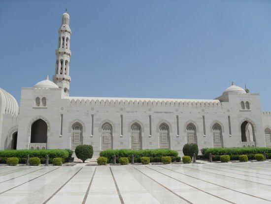 Sultan Qaboos Grand Mosque: moaque and grounds