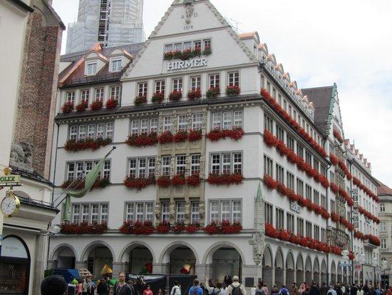 Sofitel Munich Bayerpost: Shops close by