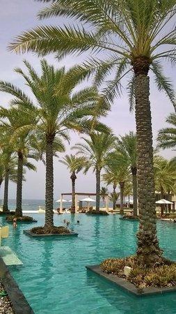 Al Bustan Palace, A Ritz-Carlton Hotel: Main Pool