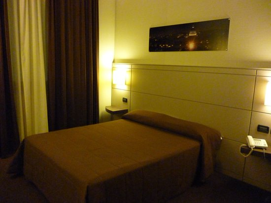 Ardeatina Park Hotel : *+.'Simple stylish room..+*.
