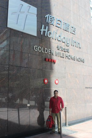 Holiday Inn Golden Mile: Infront of The Hotel
