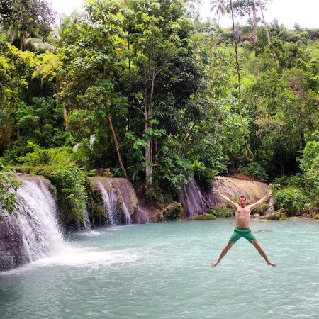 Cambugahay Falls : Fun at the falls - rope swing.