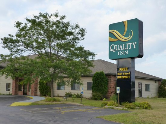 Quality Inn Reedsburg: View From the Street