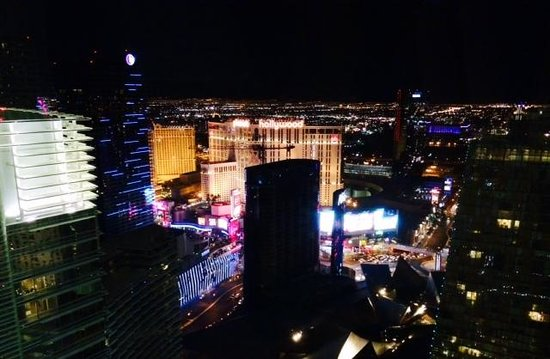 ARIA Sky Suites: Night view from the room!