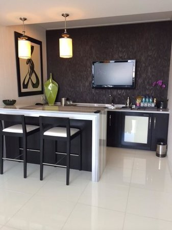 ARIA Sky Suites: Bar Area
