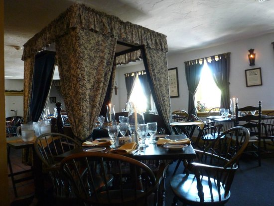 Dobbin House Tavern: Bedroom floor