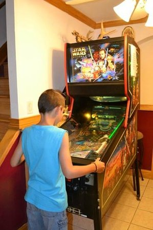 Jersey City Bed & Breakfast: Arcade machines in our room