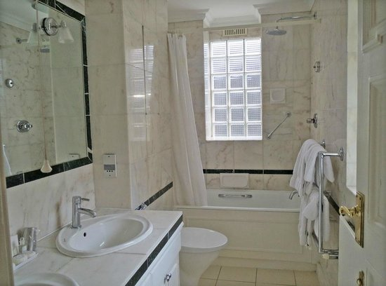 44 Curzon Street by Mansley : Bathroom
