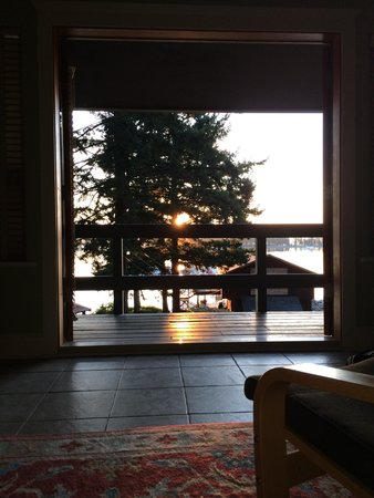 Taku Resort and Marina : Sunrise view from bed