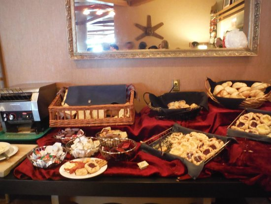 Harrison Hot Springs Resort & Spa: breakfast buffet