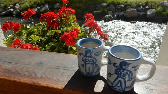 Hotel Chateau Chamonix: We enjoyed our coffee & hot tea in these delightful mugs on the deck out from our room by the ri