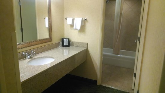 Red Lion Inn & Suites Bend : Bathroom / vanity