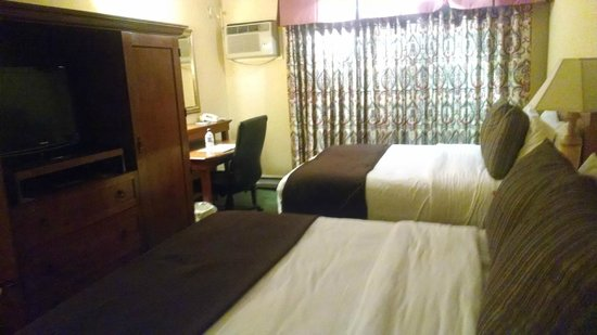 Red Lion Inn & Suites Bend : Room