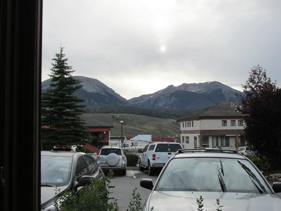 Dillon Dam Brewery: View from our table. Buffalo Mt. and Red Peak.