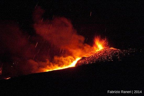 Monte Etna : Eruzione cratere Nord-Est agosto 2014