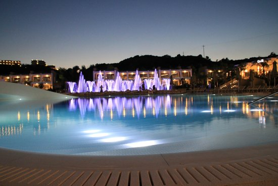 Princess Andriana Resort & Spa: Les fontaines