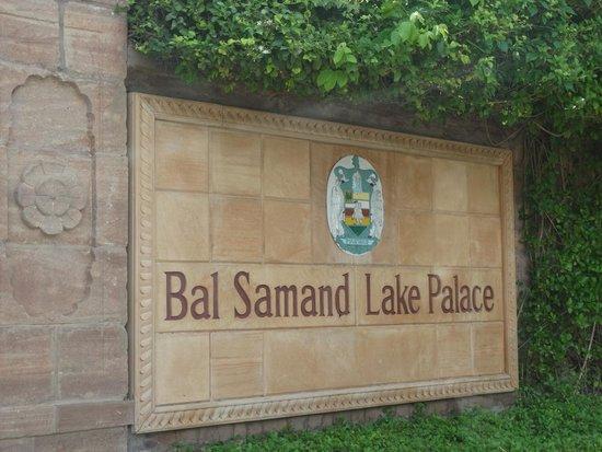 WelcomHeritage Bal Samand Lake Palace : Entrance