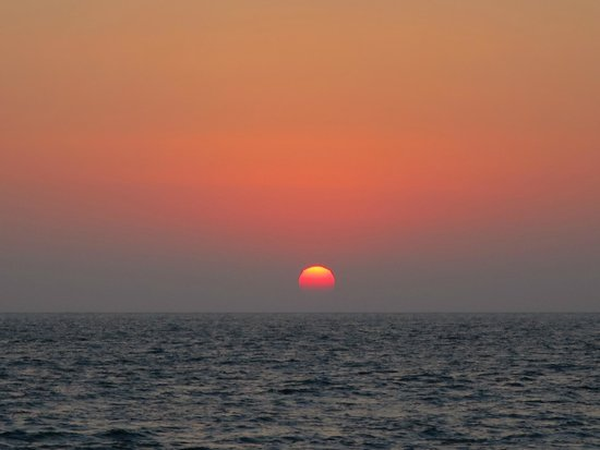 Sunset Oia Sailing Cruises: エーゲ海に沈む素晴らしい夕陽