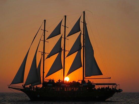 Sunset Oia Sailing - Day Tour: 帆船と涼む夕日の絶景