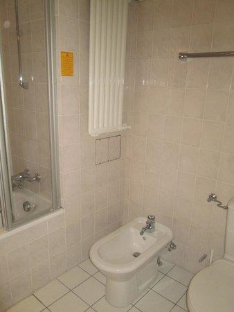 Leonardo Hotel Hamburg City Nord: Bathroom