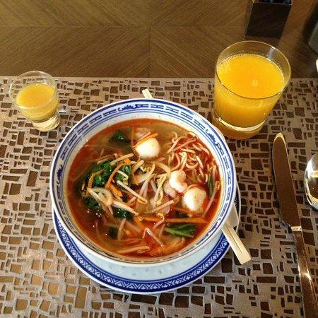 Pullman Jakarta Indonesia: The buffet at Sana Sini includes many soup options like Laksa or Soto Ayam.