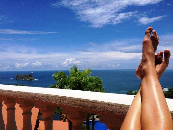 Hotel Parador: Relaxing on Balcony