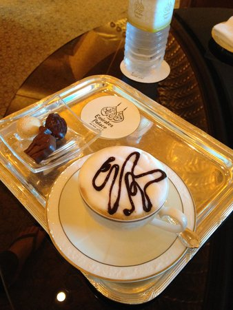 Emirates Palace Hotel: Coffee in the Lounge