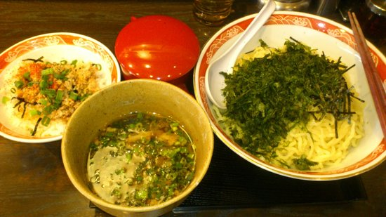 Menhitosuji: 大盛つけ麺 岩のりトッピング 豚めし