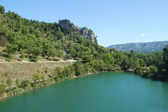 Camping la Vallee Heureuse: Vue sur le Lac depuis l'entrée du Camping