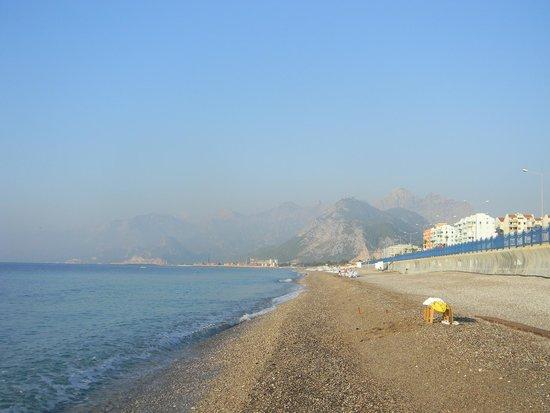 Crowne Plaza Hotel Antalya : Пляж
