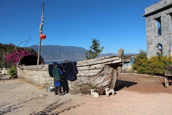 Erhai Lake: Local people