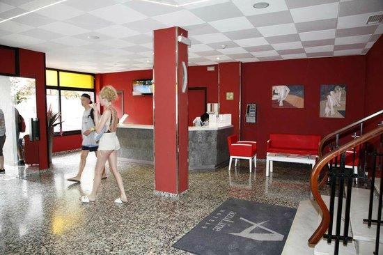 azuLine Hotel Llevant: Recepcion